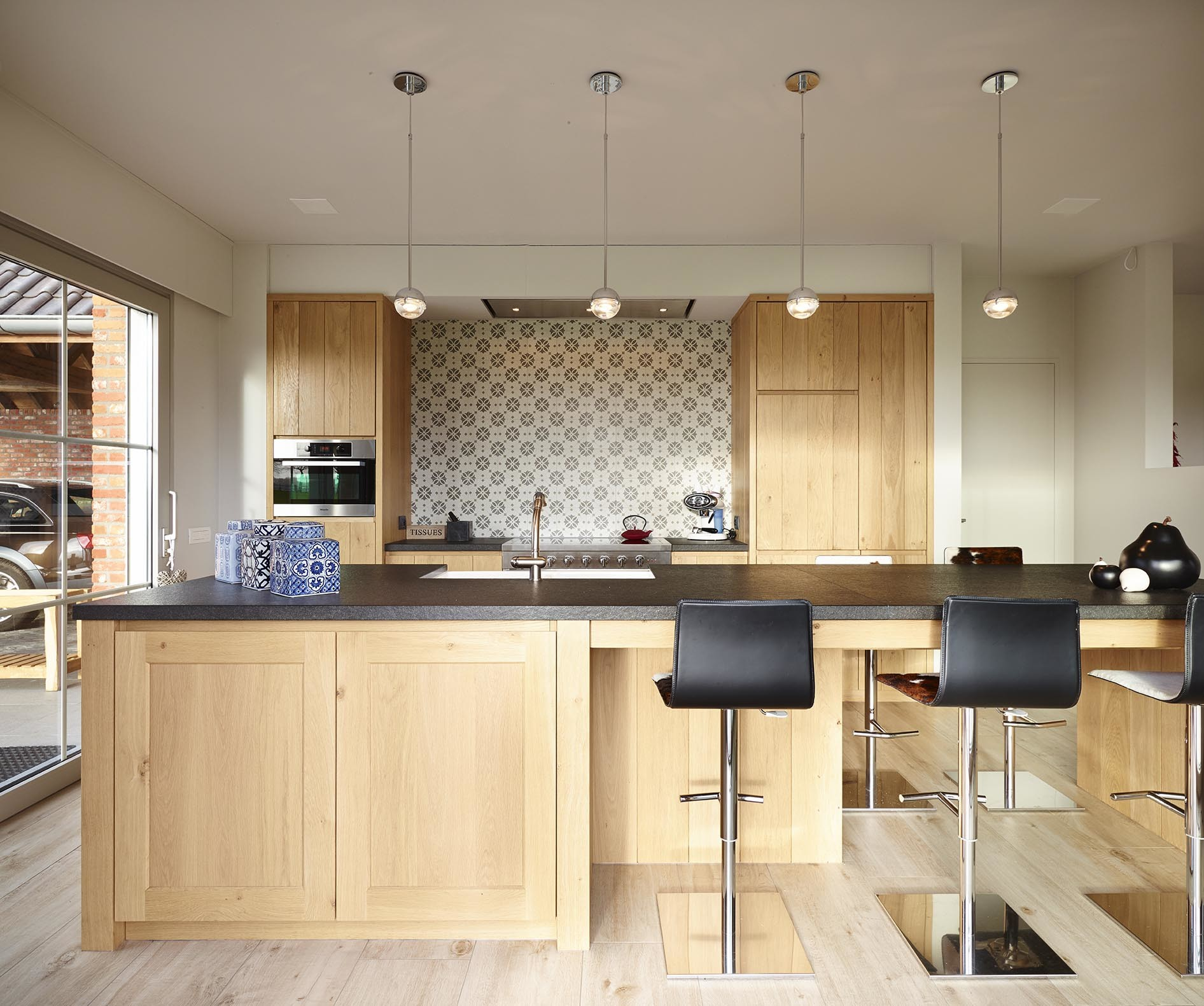 Ontdek de voordelen van een ge ntegreerde keukentafel - Stoelen voor glazen tafel ...