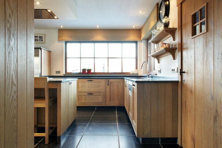 Eikenhouten keukenopstelling in L-vorm