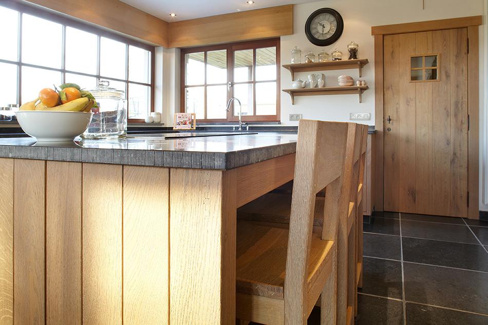 Keuken Landelijk Kookeiland : Een landelijke houten keuken op maat de bosbeke