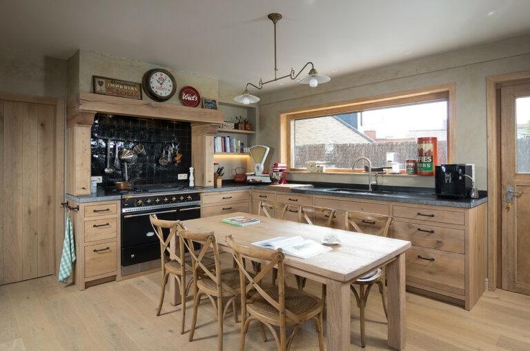 Klassieke eikenhouten keuken