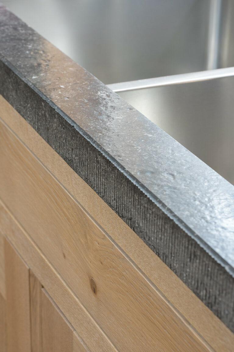 Granieten rand met inox wasbakken