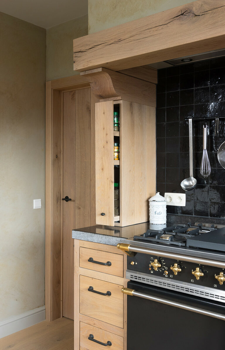 Uitschuifbaar ruimtebesparend kruidenkastje