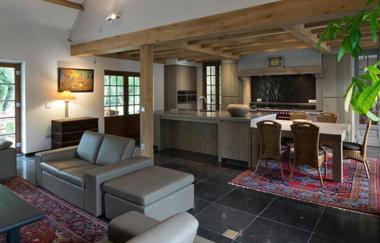 Klassieke eikenhouten interieurinrichting