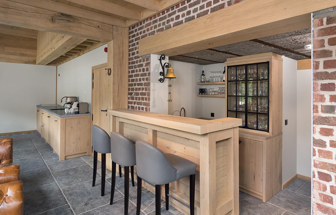 Keuken Kinderen Houten : Een houten barmeubel in de keuken