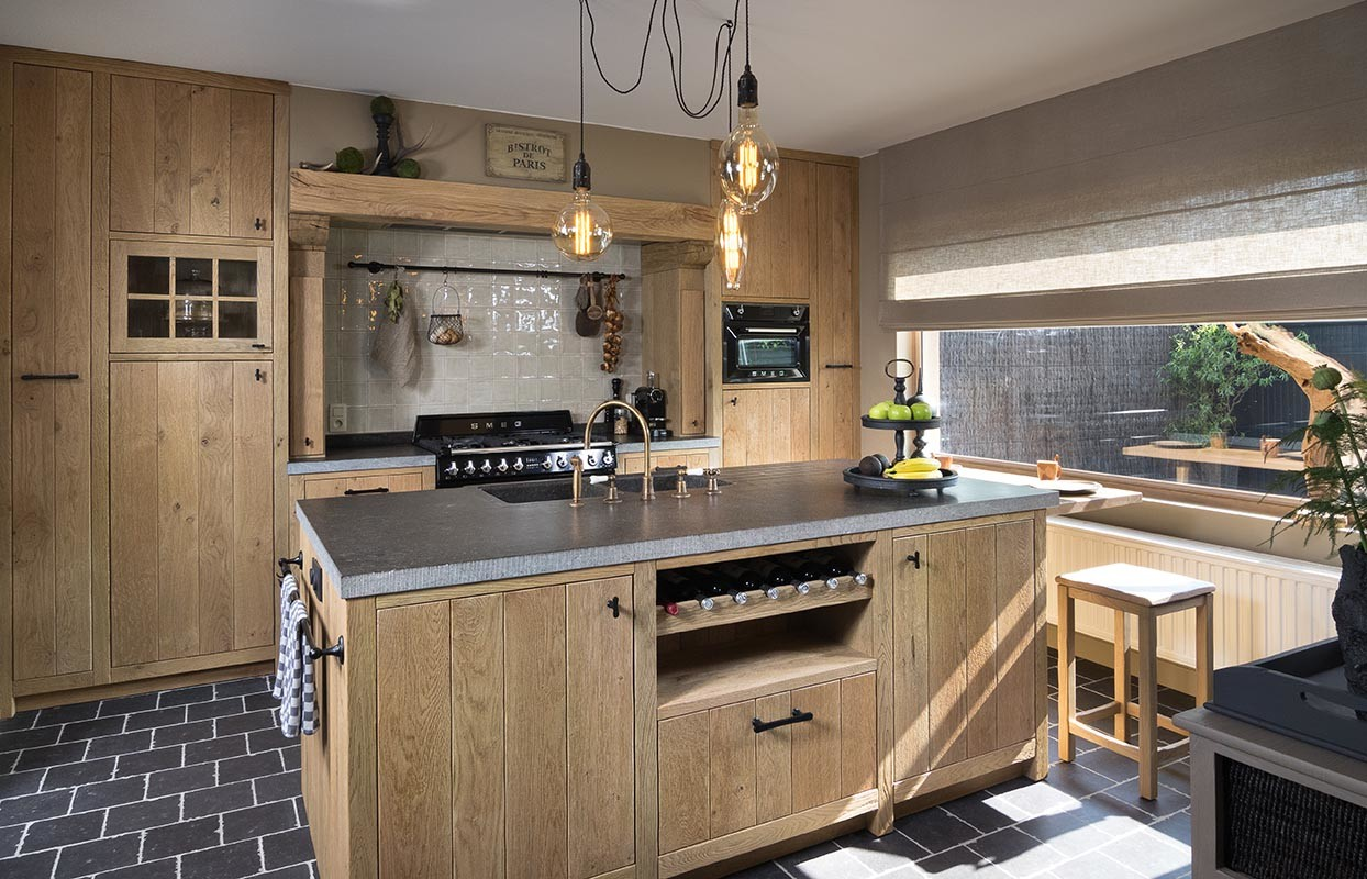 Massieve landelijke houten keuken