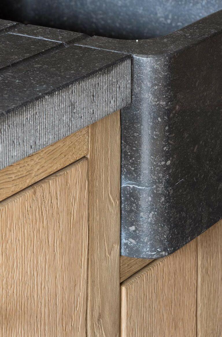 Detail van granieten werkblad in keuken