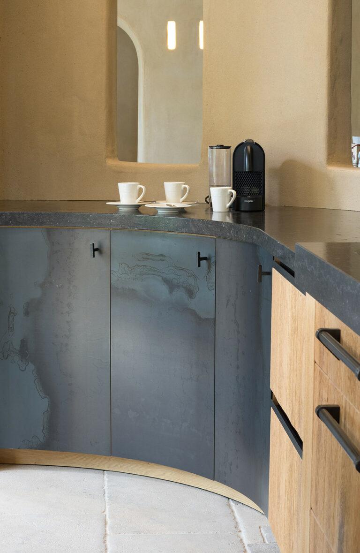 Koffiehoek in eikenhouten keuken