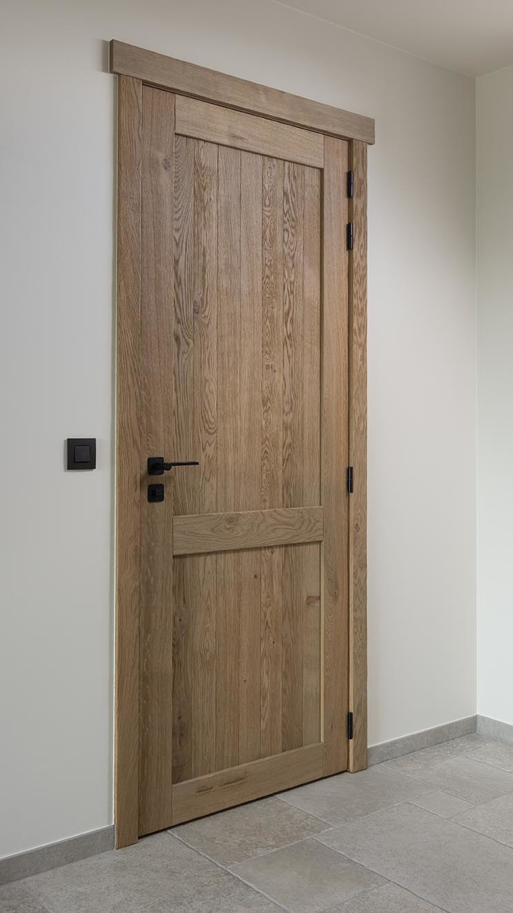 Eikenhouten binnendeur met zwarte klink
