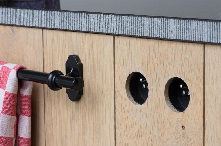 Keukenkast met handdoekhouder en stopcontacte