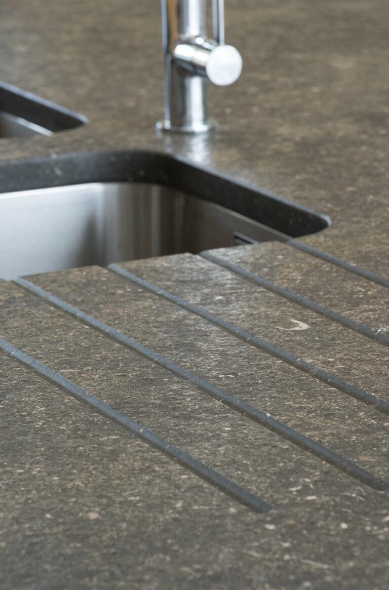 Detail van granieten keukenblad