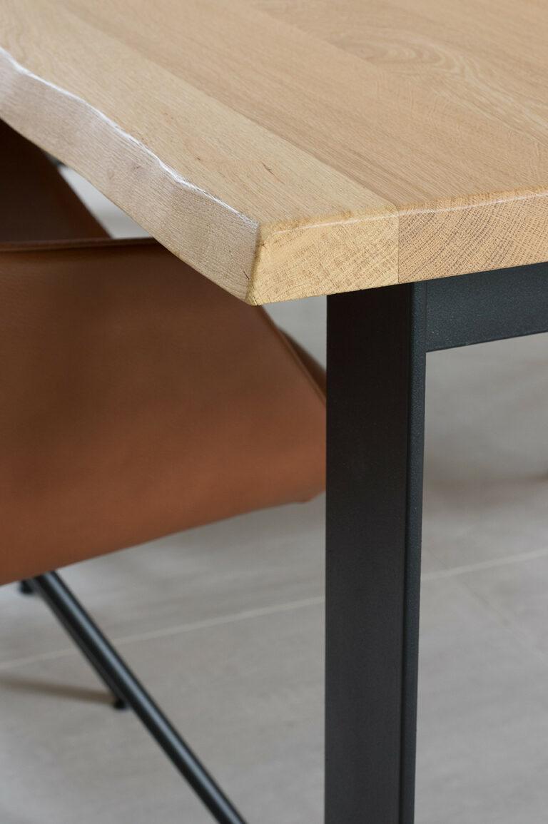Detail eikenhouten tafel
