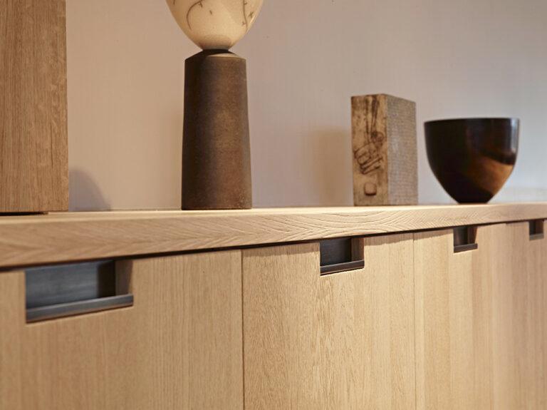 Detail eikenhouten dressoir